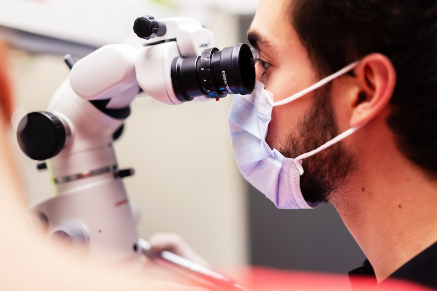 Le Microscope